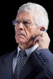 Homme d'affaires aîné parlant au portable Photos libres de droits