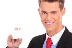 Homme d'affaires affichant la carte de visite professionnelle vierge de visite Photos libres de droits