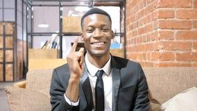 Homme d'affaires afro-américain Brainstorming, eu la nouvelle idée photo stock