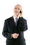 Homme d'affaires agréable et riant au téléphone image libre de droits