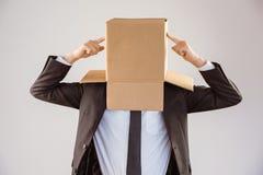 Homme d'affaires anonyme indiquant la boîte photo libre de droits