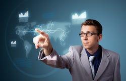 Homme d'affaires appuyant le type de pointe de boutons modernes images libres de droits