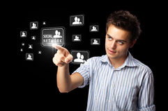Homme d'affaires appuyant le type social moderne de graphismes Images stock