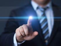 Homme d'affaires appuyant sur le bouton Concept d'affaires d'Internet de technologie d'innovation L'espace pour le texte photographie stock