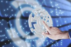 Homme d'affaires appuyant sur le bouton numérique abstrait photos libres de droits