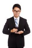 Homme d'affaires asiatique avec le verre de vin rouge Photos stock