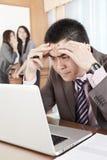 Homme d'affaires asiatique dans le bureau Image libre de droits