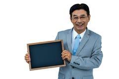 Homme d'affaires asiatique tenant un conseil noir Images libres de droits