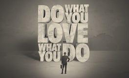 Homme d'affaires avec amour ce qui vous faites le conseil Image libre de droits