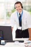 Homme d'affaires avec des écouteurs Photographie stock libre de droits
