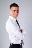 Homme d'affaires avec des bras pliés Photo stock