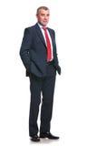 Homme d'affaires avec des mains dans des poches Image libre de droits