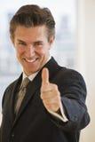 Homme d'affaires avec des pouces vers le haut Photo stock