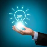 Homme d'affaires avec l'ampoule d'idée photos stock