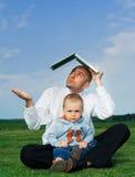 Homme d'affaires avec l'enfant en bas âge images stock