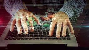 Homme d'affaires avec l'ordinateur et l'hologramme de gestion des donn?es banque de vidéos