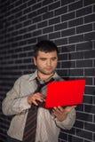 Homme d'affaires avec l'ordinateur portable Photo stock