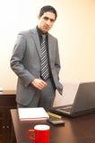 Homme d'affaires avec l'ordinateur portatif Image stock