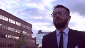 Homme d'affaires avec la barbe banque de vidéos