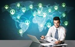 Homme d'affaires avec la connexion sociale de media Image stock