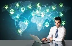 Homme d'affaires avec la connexion sociale de media Images stock