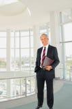 Homme d'affaires avec la main dans la poche photographie stock libre de droits