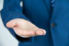 Homme d'affaires avec la main vide Photos libres de droits