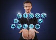 Homme d'affaires avec la paume de mains ouverte et les diverses icônes d'affaires Photographie stock