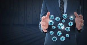 Homme d'affaires avec la paume de mains ouverte et les diverses icônes d'affaires Photo stock
