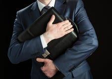 Homme d'affaires avec la serviette photographie stock
