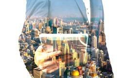 Homme d'affaires avec la Tablette et la ville de Bangkok, double exposition Images stock