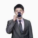 Homme d'affaires avec la tasse de café, tir de studio Images libres de droits