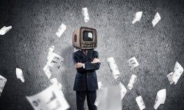 Homme d'affaires avec la vieille TV au lieu de la tête Photos stock
