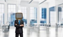 Homme d'affaires avec la vieille TV au lieu de la tête Images libres de droits