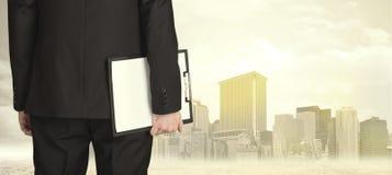 Homme d'affaires avec la vue de ville Photo libre de droits