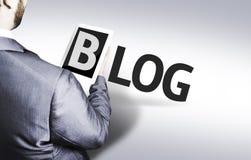 Homme d'affaires avec le blog des textes dans une image de concept photographie stock libre de droits