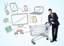 Homme d'affaires avec le caddie Image libre de droits