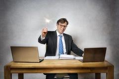 Homme d'affaires avec le cierge magique Image stock