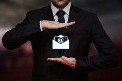 Homme d'affaires avec le concept d'email photographie stock libre de droits