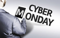 Homme d'affaires avec le Cyber lundi des textes dans une image de concept photographie stock libre de droits