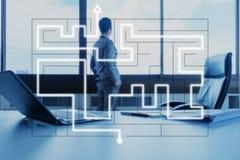 Homme d'affaires avec le labyrinthe, concept d'affaires Photo libre de droits