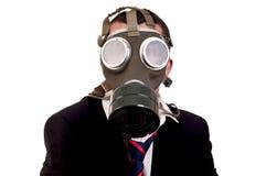 Homme d'affaires avec le masque de gaz sur le fond blanc Photos libres de droits