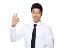 Homme d'affaires avec le signe correct Photographie stock