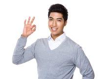 Homme d'affaires avec le signe correct Photo stock