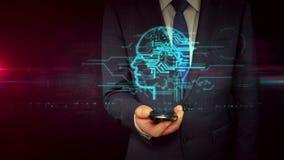Homme d'affaires avec le smartphone et le concept principal d'hologramme de signe de cyber banque de vidéos