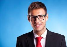 Homme d'affaires avec le sourire en verre Photographie stock