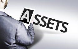 Homme d'affaires avec les capitaux des textes dans une image de concept photos libres de droits