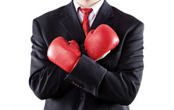Homme d'affaires avec les gants de boxe s'usants d'assiette image stock