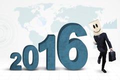 Homme d'affaires avec les numéros 2016 et la carte Photographie stock libre de droits