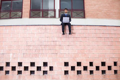 Homme d'affaires avec son ordinateur portatif Photos stock